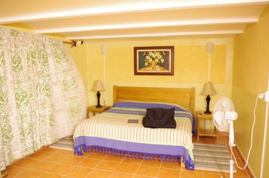 Casa Zuniga B&B: Bed