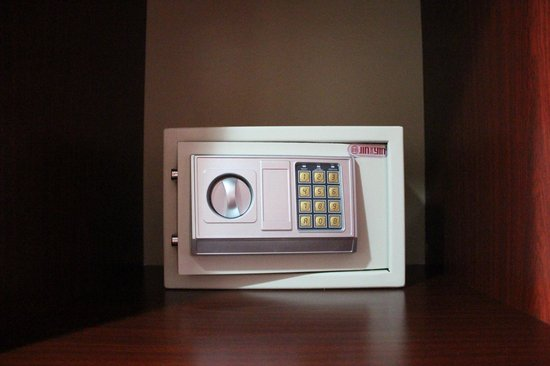 Allure Hotel & Suites: in-room safe