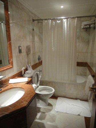 Madina Oberoi : Bathroom 2