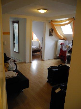 Rathausglockel: Suite 16