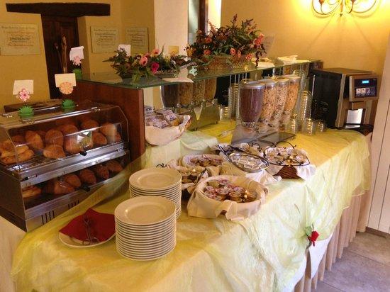 Borgo Le Terre Del Verde: Buffet colazione