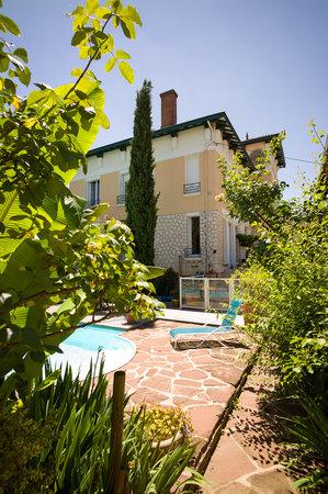 Jardin et piscine de la villa mandarine