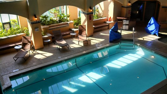 Embassy Suites by Hilton Hotel Los Angeles-Downey : pool area