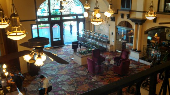 Embassy Suites by Hilton Hotel Los Angeles-Downey : lobby entrance