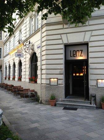 LENZ Schank und Speiselokal: Entrace