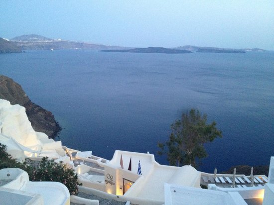 Canaves Oia Hotel: The volcano in the distance