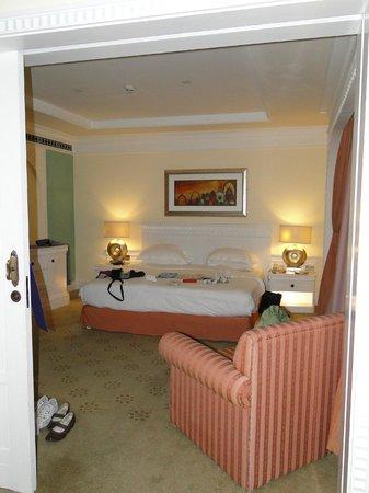 Habtoor Grand Resort, Autograph Collection, A Marriott Luxury & Lifestyle Hotel: Schlafzimmer in der Suite