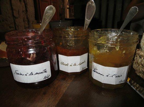 Nos Chambres en Ville: homemade jams! mmm