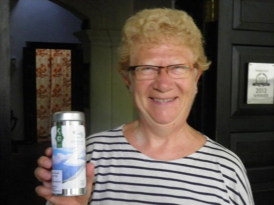 Home Stay Strand: Monique Leroy with our Take away gift Tea canister
