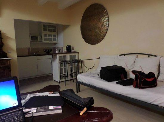 Airport Hotel Regent: Das geräumige Wohnzimmer