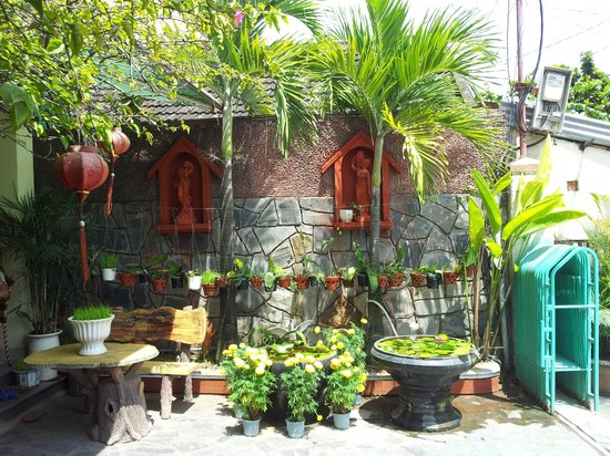 Hoang Trinh Hotel: hotel  garden