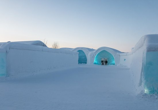 "‪‪Jukkasjarvi‬, السويد: Icehotel ""Ice"" Accomodation Entrance‬"