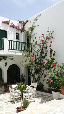 Kalypso Hotel & Apartments: Innenhof