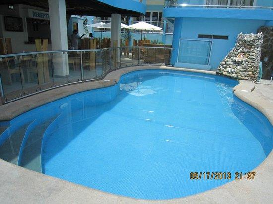 Montani Beach Resort: POOL