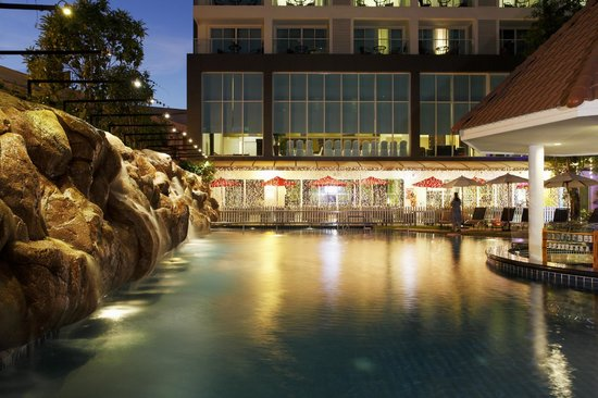Centara Pattaya Hotel: Cozy swimming pool area