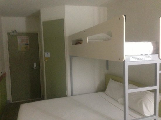 ibis budget Wentworthville: Photo doesn't do justice tiny room