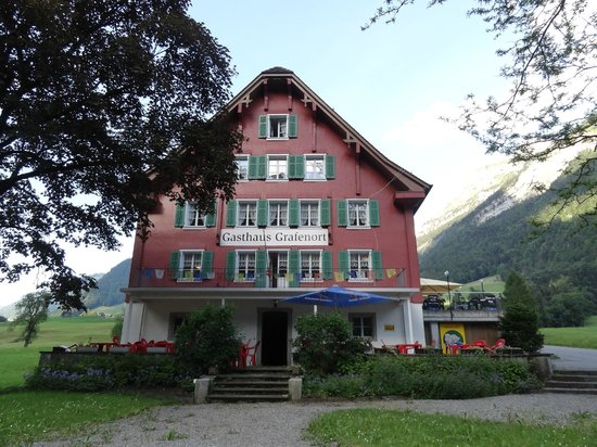 Gasthaus Grafenort : Frontview, with the terrace on the right
