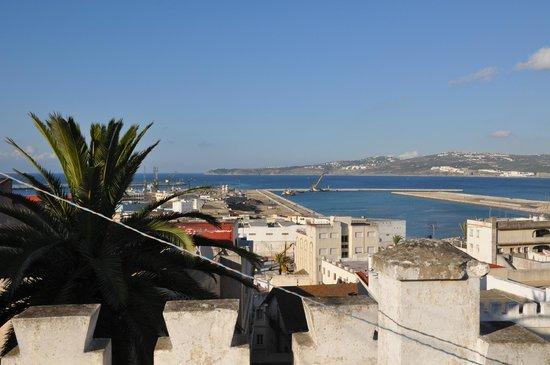 El Muniria: Vista sul porto, a destra la spiaggia