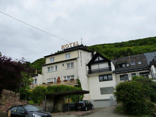 Ringhotel Bomers Mosellandhotel: Rückseite des Hotels mit Sonnenterasse und Erholungsgarten