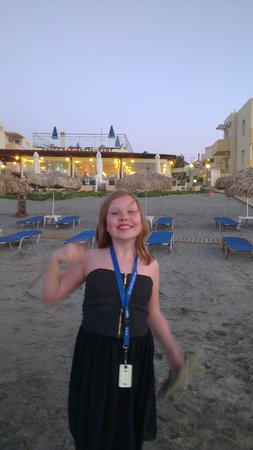 Menia Beach Hotel: Dejlig aften på stranden. Neden for hotel Menia