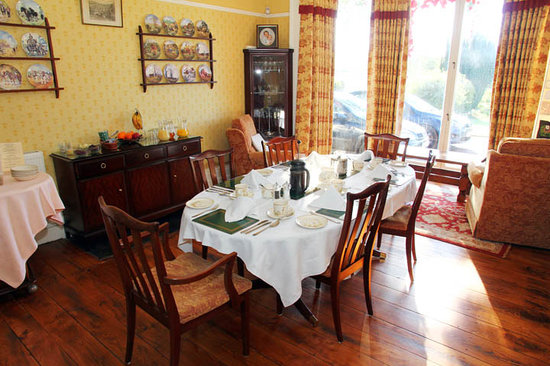 Benhall Farm: Dinning room where breakfast is served from locally sourced food where possible