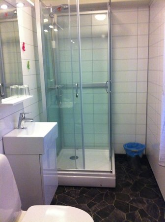 BIRK Husky Accommodation B&B & cabins: Main bathroom 1st floor