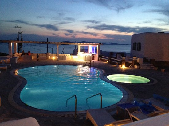En Lefko Prive Suites: swimming pool