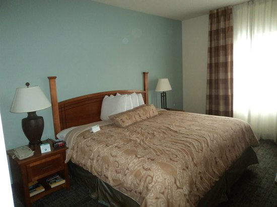Staybridge Suites Chattanooga Downtown: New furniture, pretty comfortable
