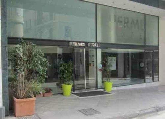 Hermes hotel: entrance