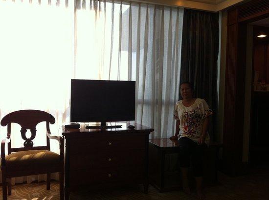 Holiday Inn Manila Galleria: TV Set