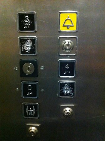 Hotel Palace Nardo : il tasto del 1°piano dov'é? in compenso 2 secondi piani...