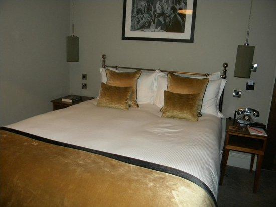 The Drayton Court Hotel: Le lit