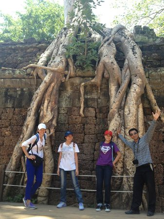 Angkor Transport Services: Khemara & us...posing under the big tree!!