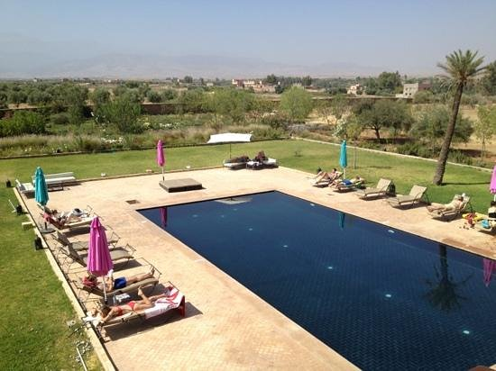 Kasbah Caracalla: Hotel pool with Atlas Mountain in the background