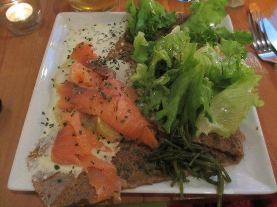 Apres la Pluie : Galette du moment (saumon fumé, pommes de terre, salicornes et sauce citronnée à la ciboulette)