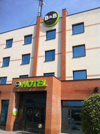 B&B Hotel Ferrara - sono arrivate le nuove insegne!