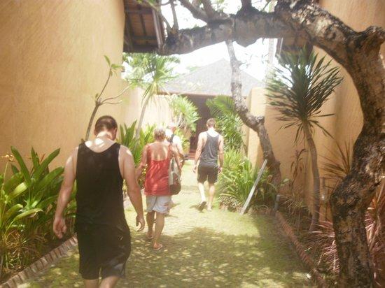 Grand Bali Villa: walk way between villas