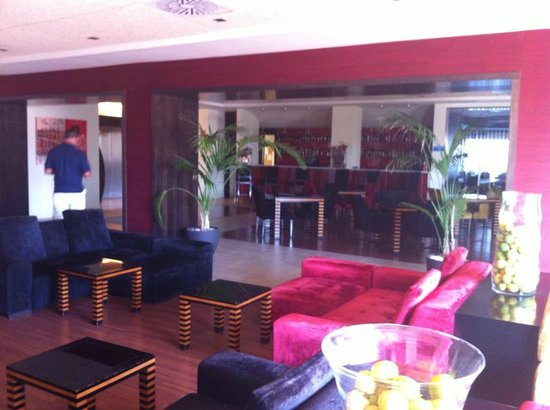 525 Hotel: Hotel bar