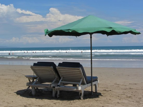 Hotel Kumala Pantai: Legian Beach near the Kumala Pantai