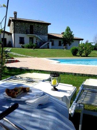 Villa Barbarossa: Colazione in giardino