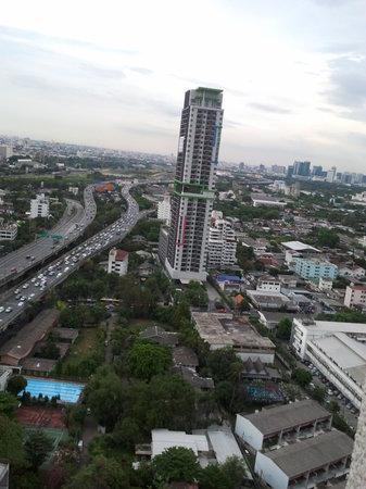 Обзор из номера отеля Grand Tower Inn Rama VI-21 этаж фото0302
