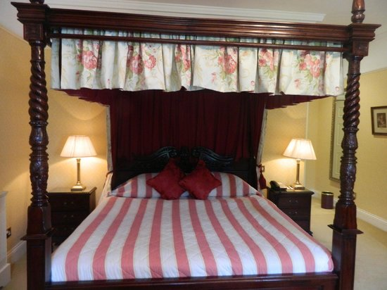 Barberstown Castle: bed