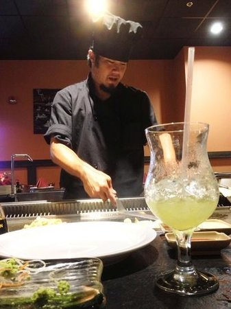 Mikoto Japanese  Mikoto Steakhouse & Sushi: A master with the spatula and knife!