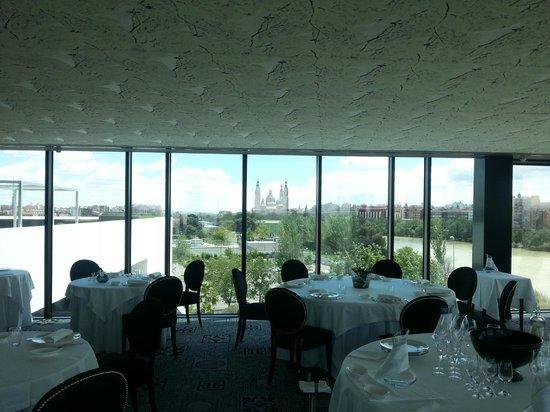 River hall zaragoza restaurant reviews phone number for Luxury hotel zaragoza