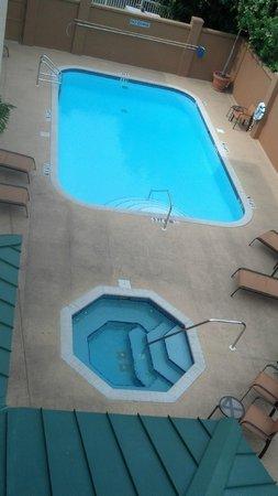 Courtyard Sarasota Bradenton Airport: Pool and spa