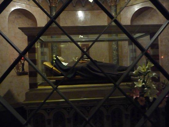 Basilica di Santa Chiara: Particolare urna della Santa