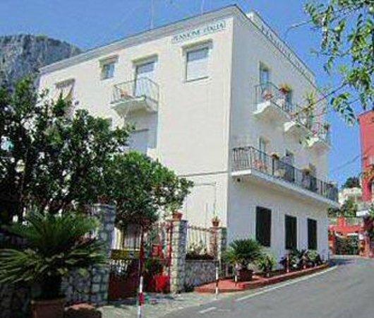 Albergo Pensione Italia: Vista albergo italia sulla spiaggia di Capri