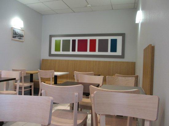 B&B Hôtel Nantes Centre : Salle du petit déjeuner