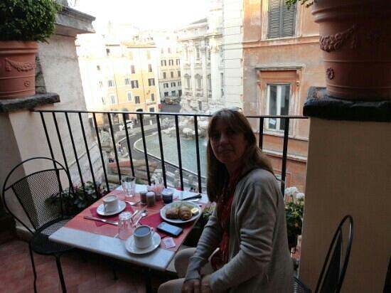 Relais Fontana Di Trevi: Desayuno en la terraza. ¡Único! Exelente.