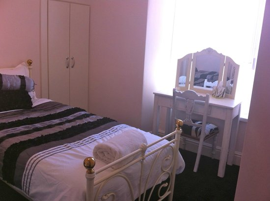 Golden Hind Guest House: Twin Room
